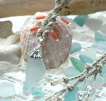 229-2.jpgビーチグラスと珊瑚ネックレス